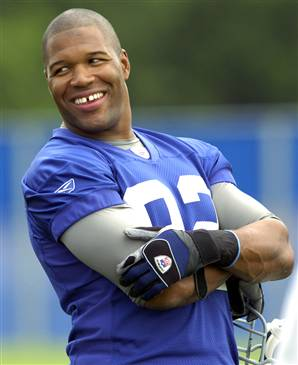 1624a96e81b1 The most famous gap in the NFL is closing the doors on his career. Michael  Strahan informed the New York Giants that he was hanging up the spikes for  good.